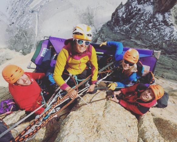 La dream team sans Cèd qui prend la photo... Fabien, moi, Vaness, Bertrand. Nous sommes contents et plus très loin du sommet....   Photo : Cedric Lachat