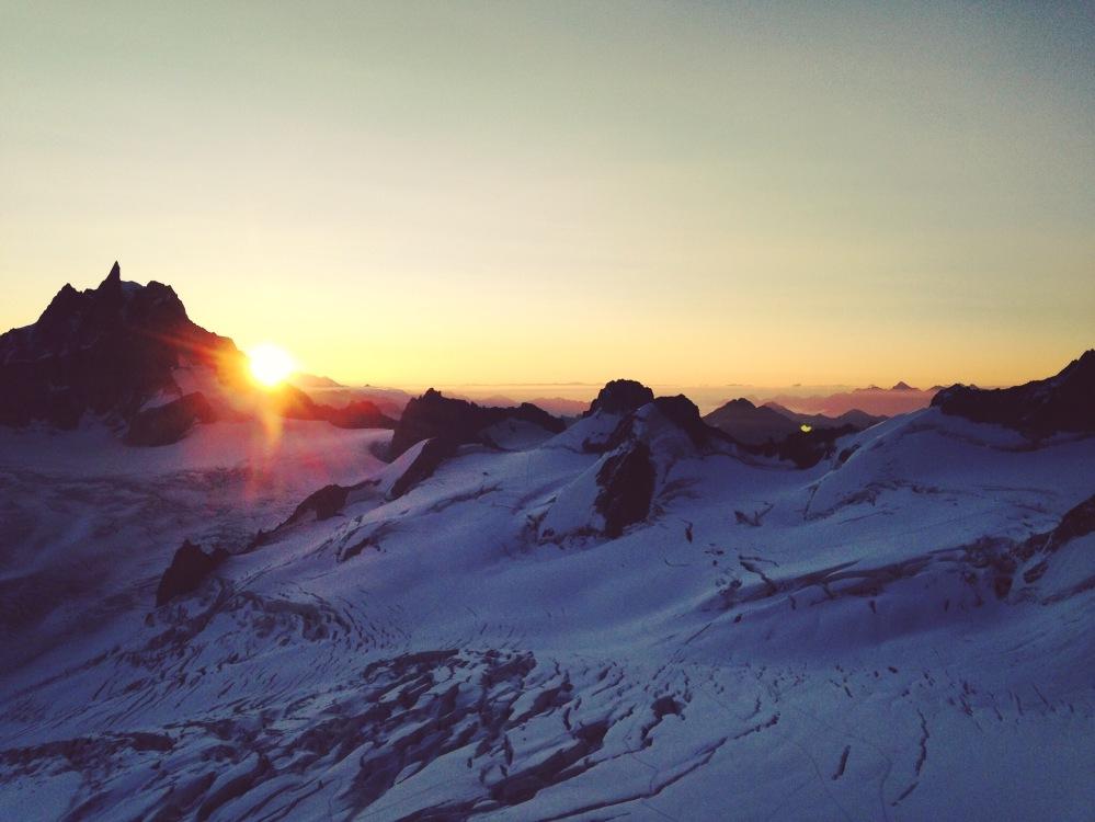 Mardi 8 septembre : un lever de soleil comme on les aime  Photo : Liv Sansoz