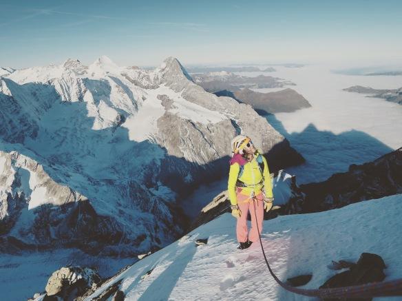 Jolie mer de nuages sur la vallée, sympathique vue sur Eiger Monch Jungfrau et le sommet qui n'est plus très loin...