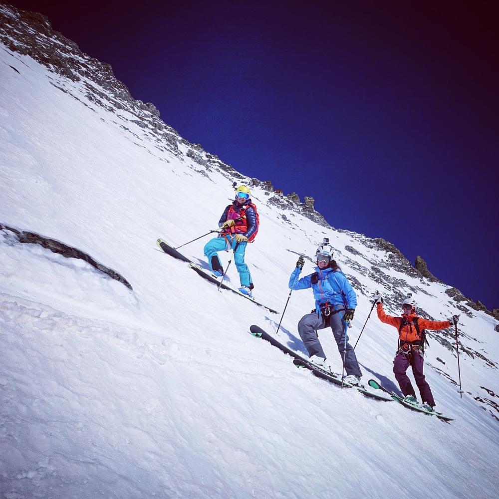 Lorraine, Mél et moi sous Solvay. La neige est top et l'on profite pleinement de cette descente. ©Giulia Monego